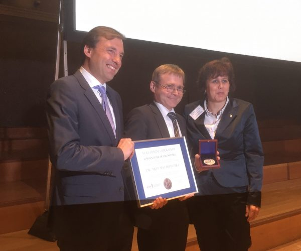 Verleihung der JPF-Madaille an Dr. Pulz (Foto: A. Kaunzner)